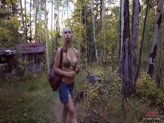 Русская девушка сосёт хуй парню, а он кончает ей на лицо после секса