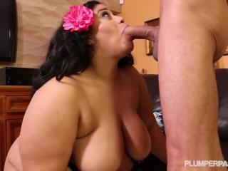 Порно видео со зрелой женщиной и мужчиной дома в киску, а потом еще трахает