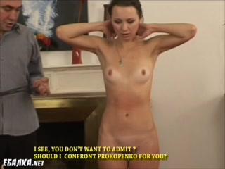 Мужики трахают русскую девушку в пизду, рот или анал