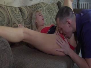 Мама учит сына сексу в разных позах у себя дома