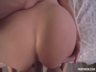 Смотреть порно видео онлайн о том как мамаша
