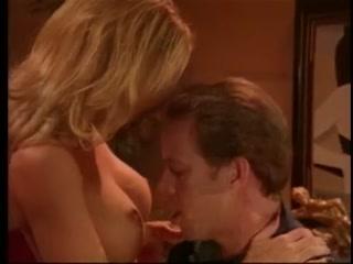 Секс с молодой брюнеткой в черных чулках и ее парнем