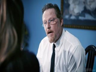 Отец ебет дочь в офисе, пока она не видит его лица  онлайн!